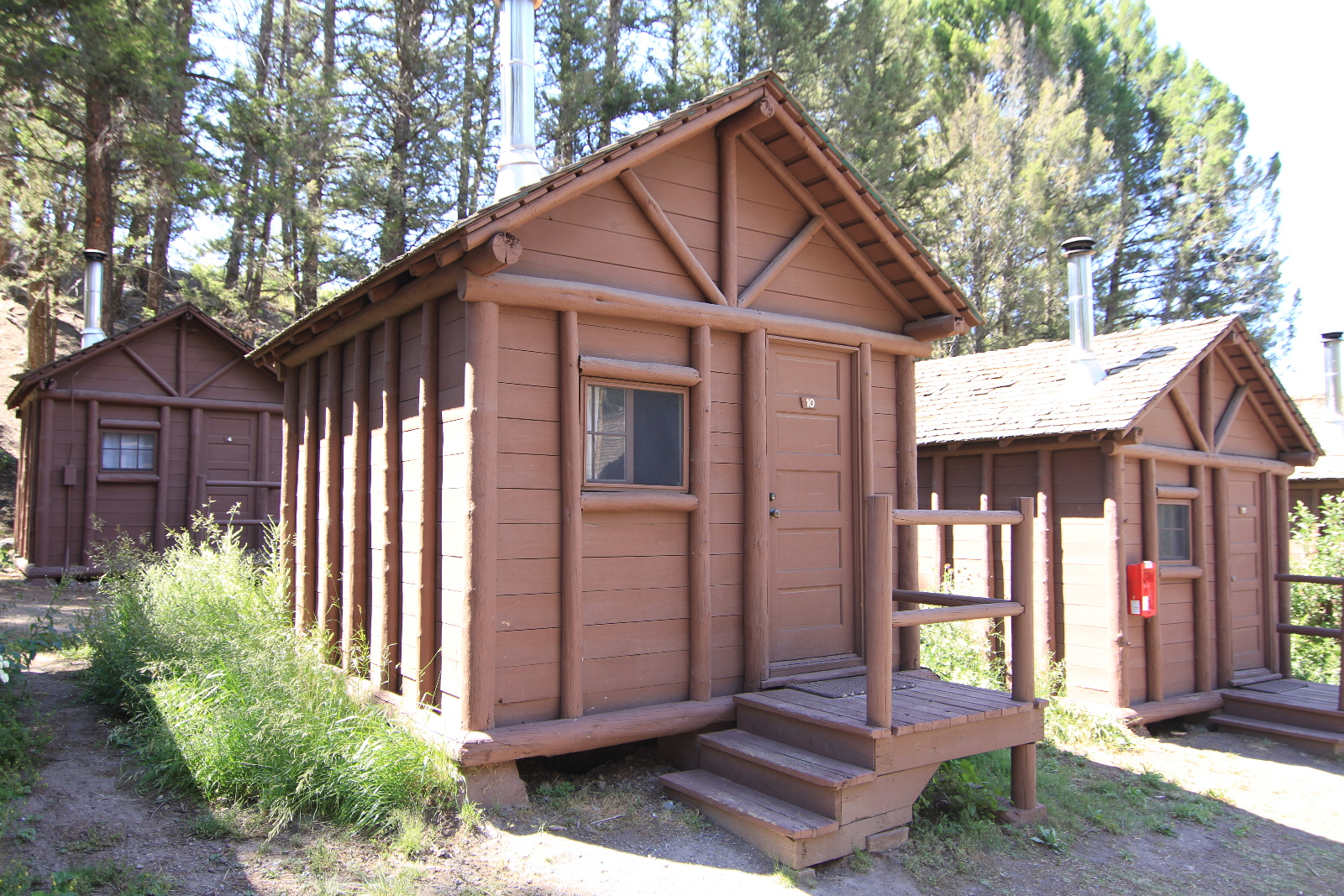 Roosevelt lodge cabins yellowstone reservations for Cabin yellowstone park